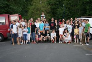 Abschlussfoto mit allen Teilnehmern und den Gastfamilien